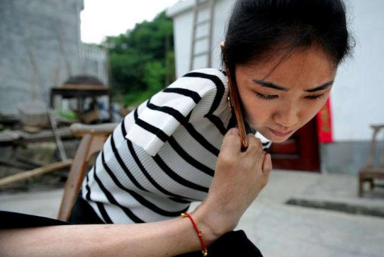 她9歲失去雙臂,為了活著,一路乞討:不認命,才是平凡人的命