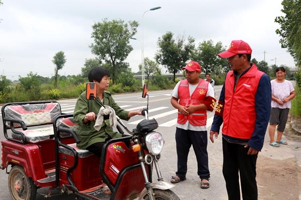 """渭南经开区:""""志愿红""""飘扬防汛一线"""