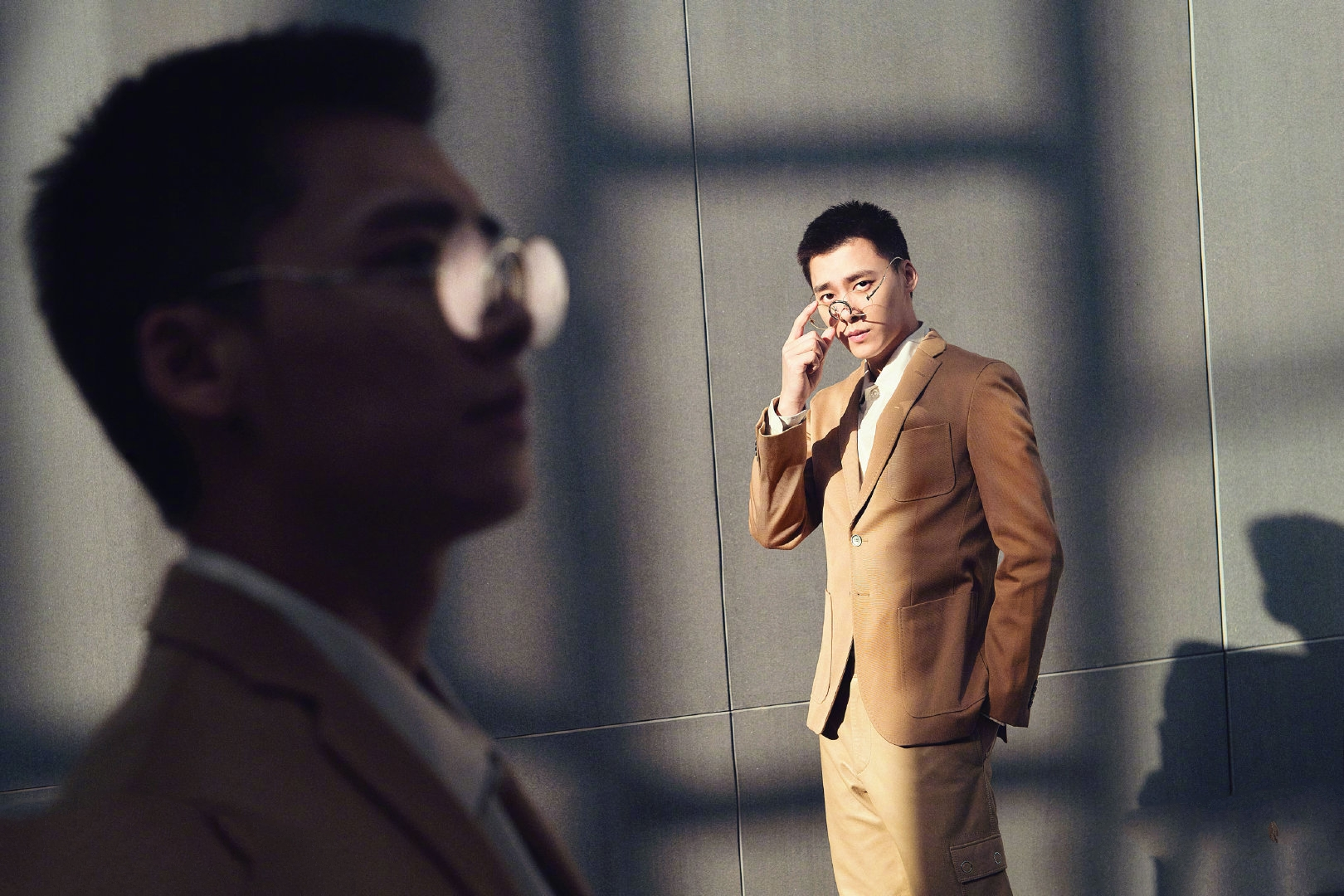李易峰最新营业照,刺猬头峰峰让人眼前一亮,斯文型男上线