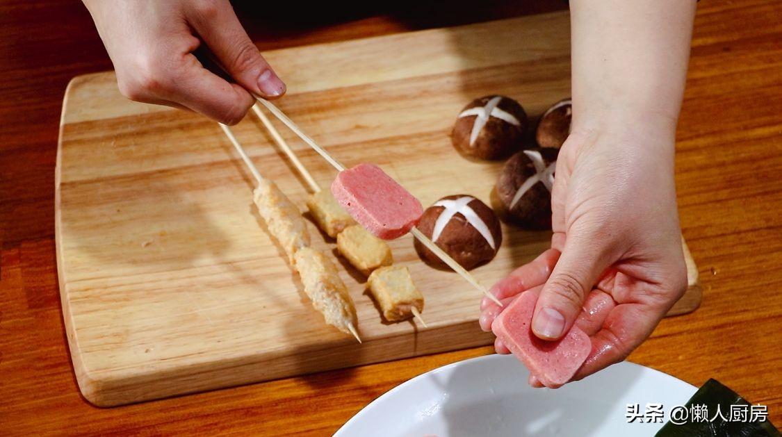 萝卜不直接吃,切成块下锅熬汤,配上火锅丸子,在家做懒人关东煮