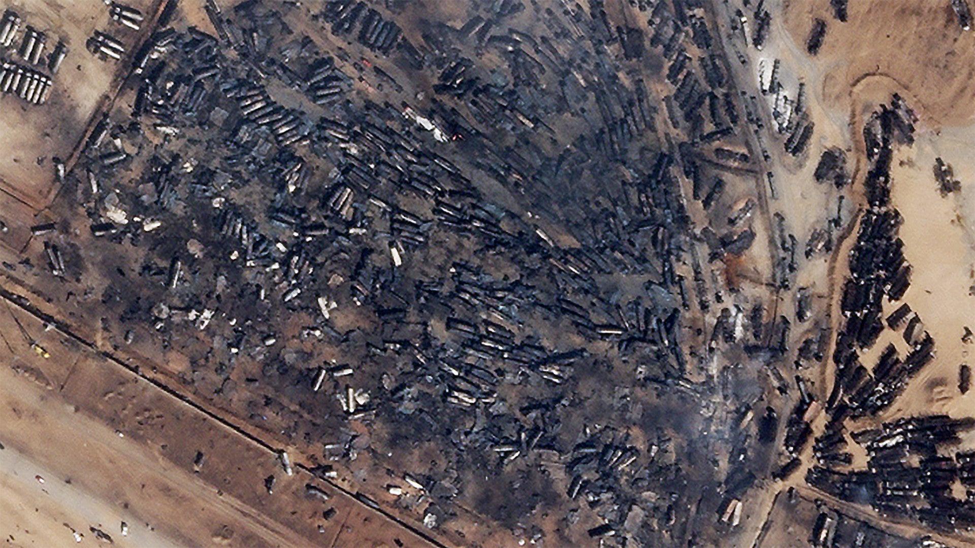 阿富汗伊朗边境口岸大爆炸,数百辆油罐车成为废铁,高层下令彻查