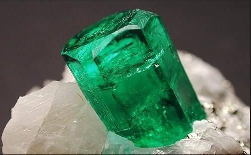 永恒经典的那一抹绿色之~祖母绿