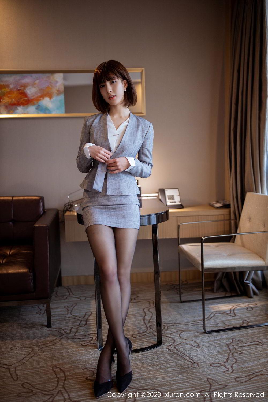 性感秘书办公室黑丝翘臀诱人写真图片
