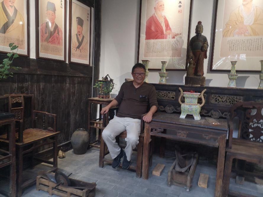 赣州市七里古镇拥有池氏、舒氏、邱氏宗祠等姓氏宗祠,它们是民间建筑的瑰宝