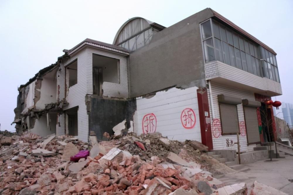 征地拆迁中,导致房屋补偿低的因素有哪些?应该怎么解决?
