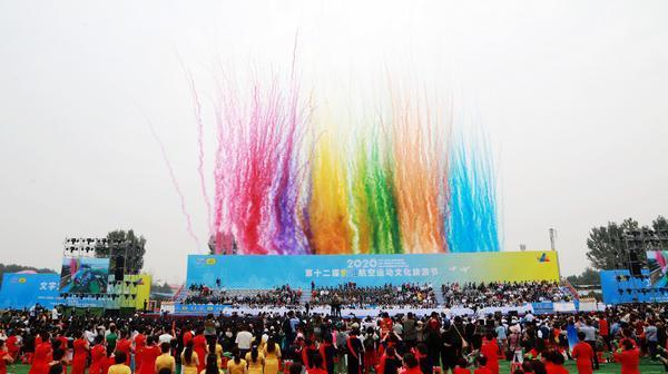 """邮政为第十二届安阳航空运动文化旅游节添""""彩"""""""