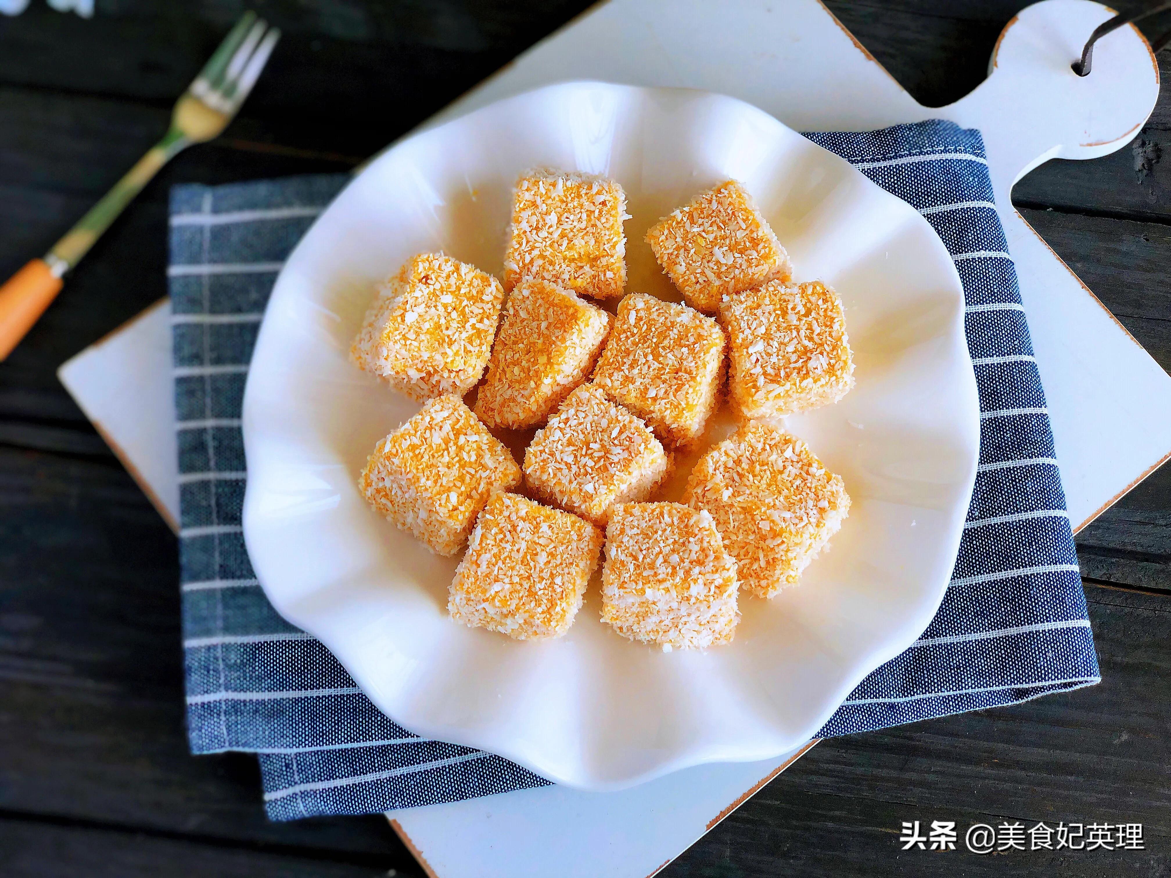 秋天就给孩子做这小零食,半块南瓜一杯牛奶,甜甜糯糯入口即化