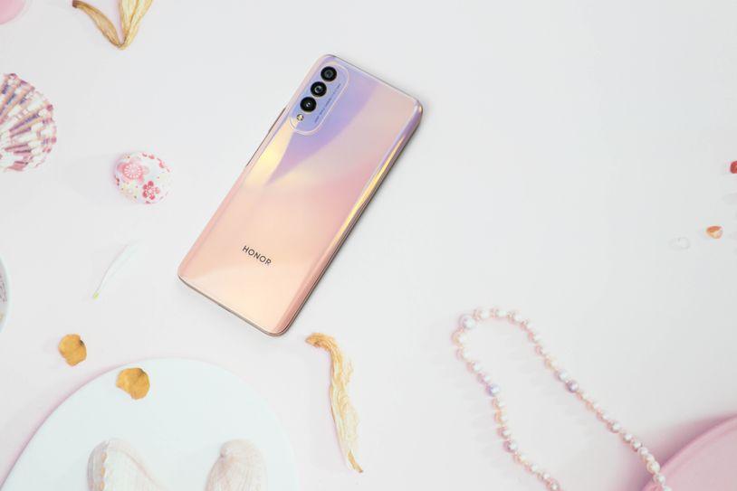 2000元价位最高屏占比手机:荣耀X20SE动手玩
