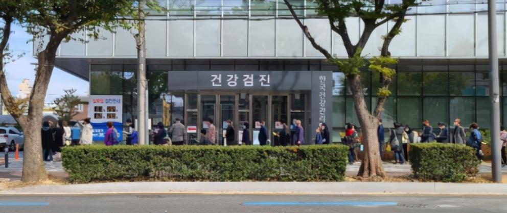 接种流感疫苗后,韩国6天里死亡28人!新冠流行的当下,还要打吗?