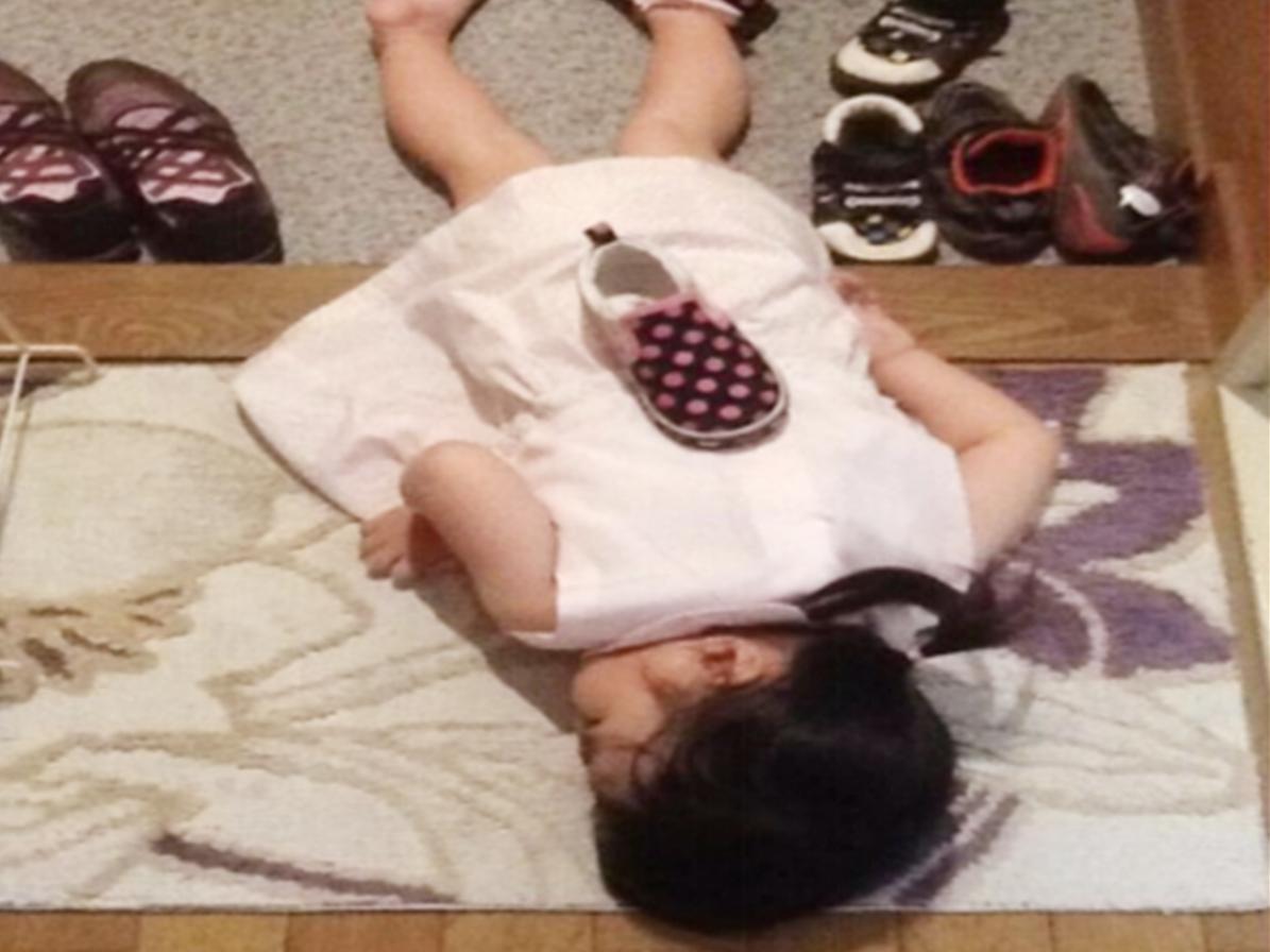 """父母分享孩子""""沒電了""""的照片""""火了"""",感慨:睡功是真強啊"""