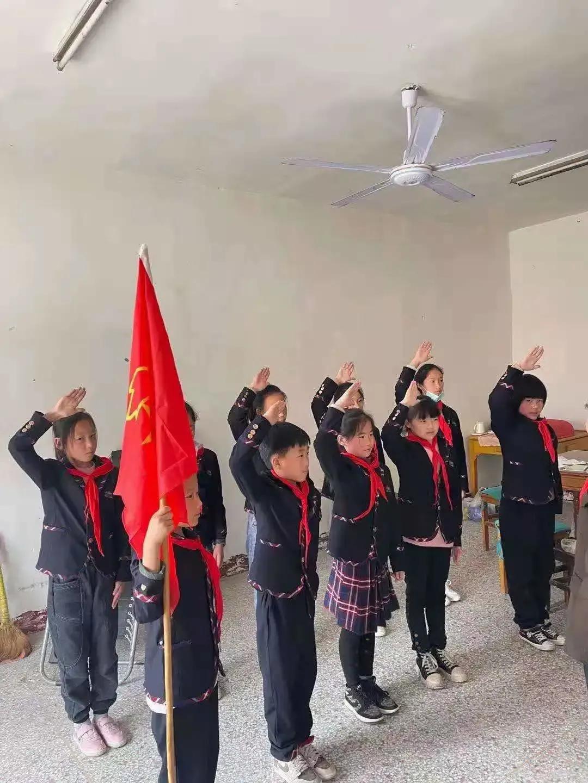 """江苏射阳县八大家小学开展""""红领巾寻访党的百年足迹""""寻访活动"""