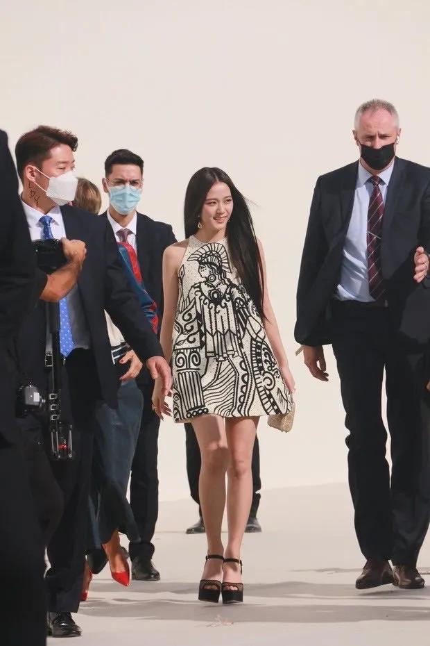 EXO伯贤与私生饭的通话录音公开;Dior向智秀抛出橄榄枝?