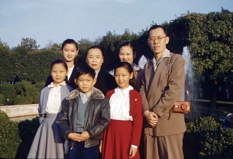 徐志摩长子:成年后所从事工作与诗文无关,一生受母亲影响极深