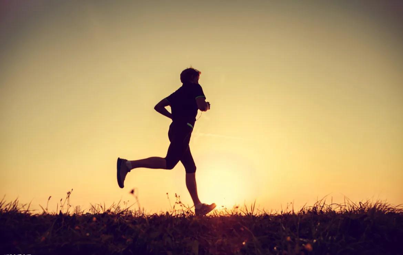 早上跑步好还是晚上跑步好?
