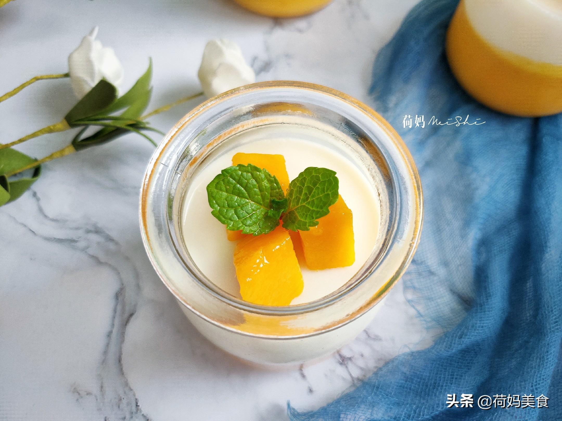 一个芒果,两盒牛奶,就能做出香甜的芒果牛奶布丁,比买的美味