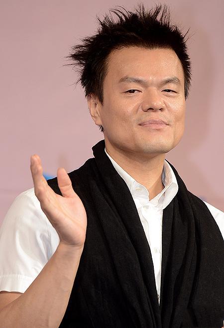 穷到没钱吃饭、被嘲笑「太丑」不会红:亚洲舞王Rain坎坷人生