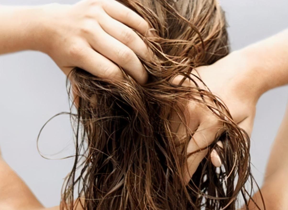 如何摆脱头屑、头油以及脱发这3大难题?今天一次性全告诉你