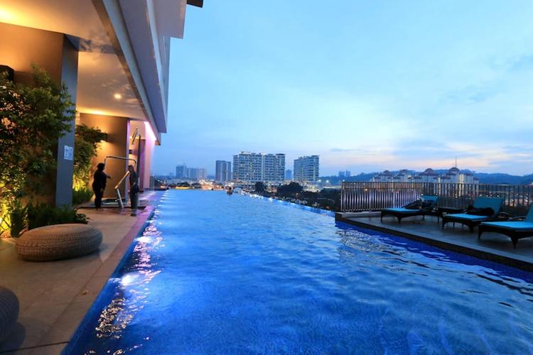 酒店无边透明游泳池-马来西亚阿凡塔斯公寓案例