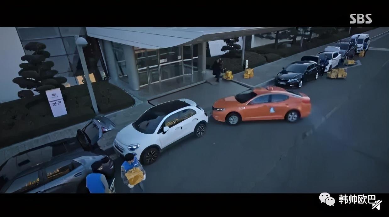不是替身,真的是本人开的,反响超绝的这位欧巴的停车戏