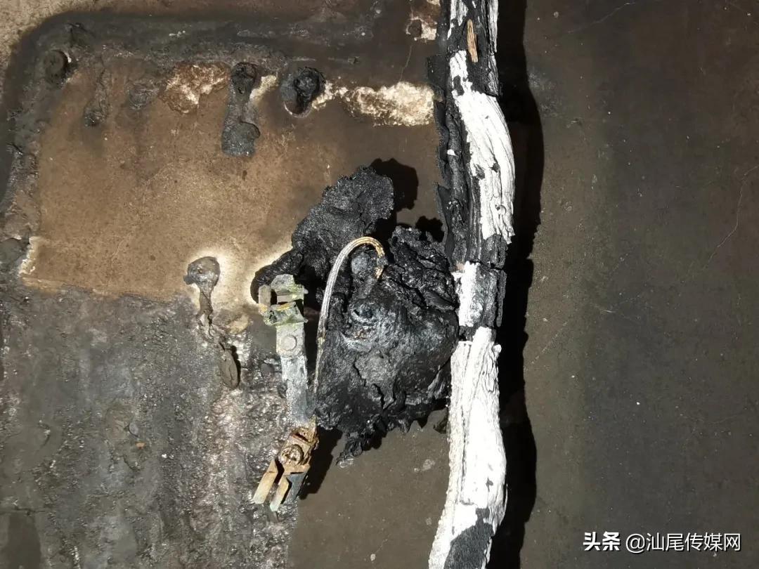 汕尾一店铺凌晨发生火灾