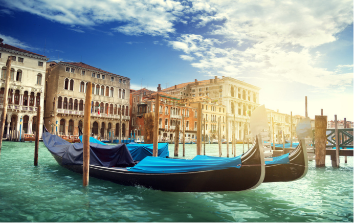 威尼斯商人的成功是不可复制的:一是投资十字军,二是与政府合作