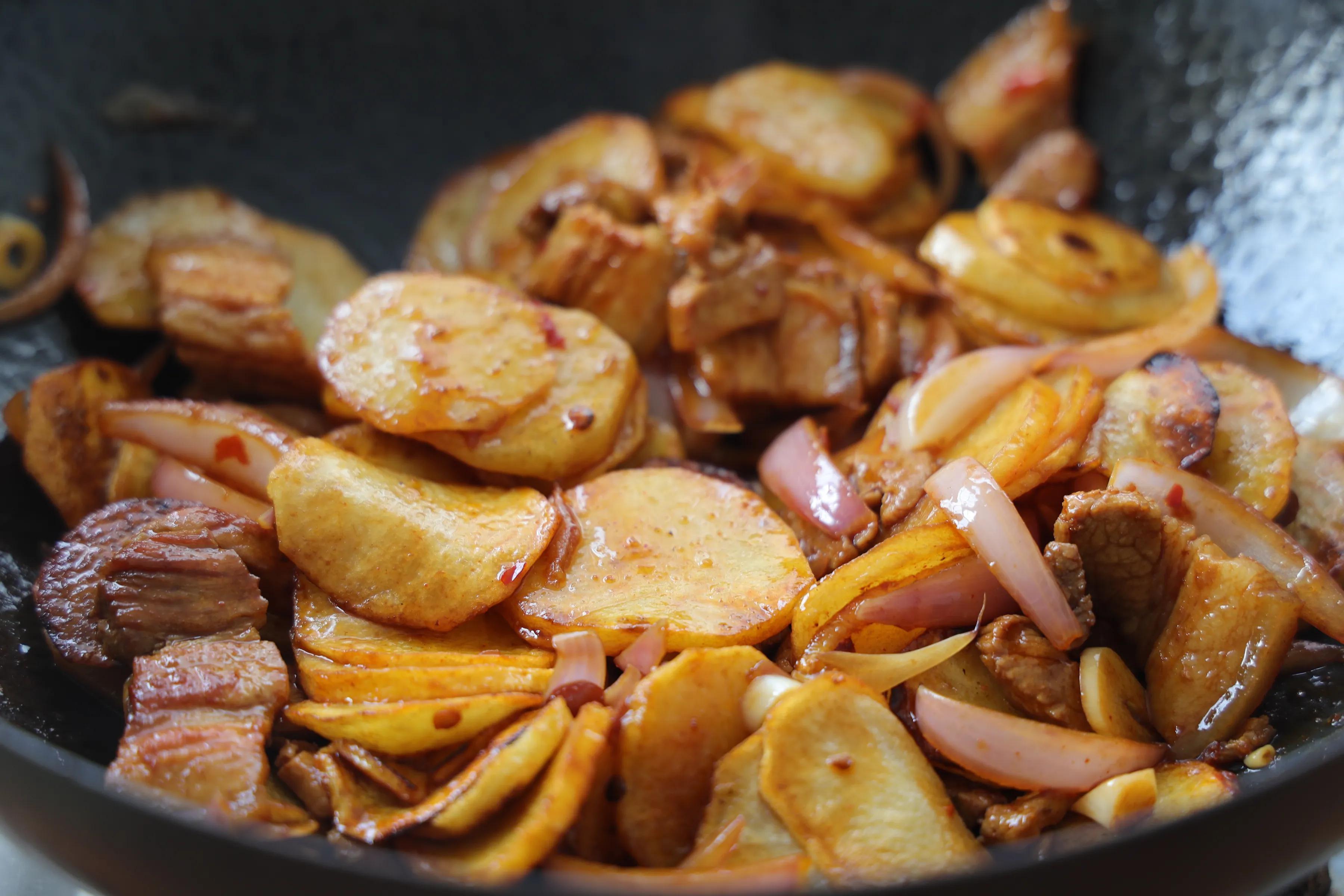 土豆这样吃太美味,鲜香下饭,比干锅土豆还过瘾,颜值高更有食欲 美食做法 第10张