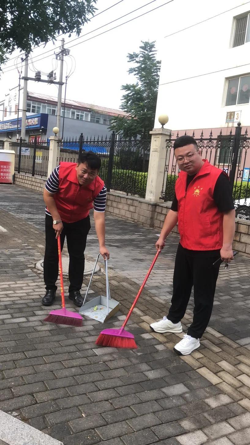 丛台新联会以小组为单位在东柳林社区轮流开展建设文明城志愿服务