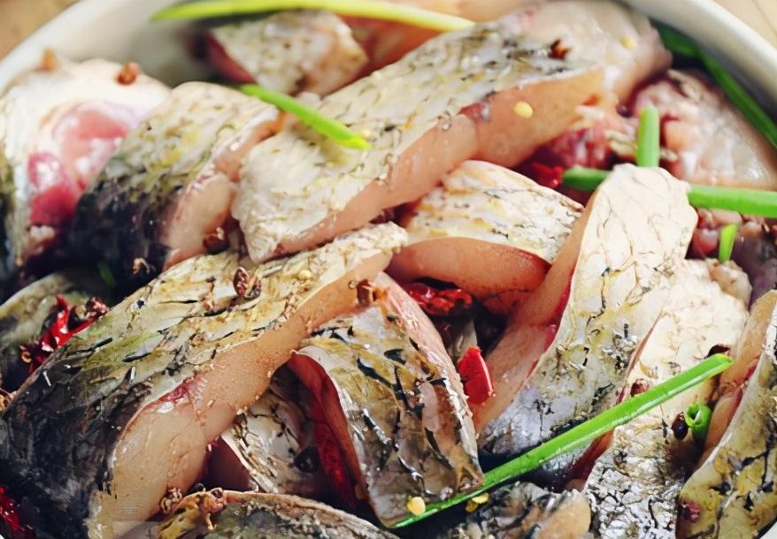 不管煎什么鱼,下锅要牢记这2个技巧,不粘锅不破皮,鲜嫩无腥味 美食做法 第3张