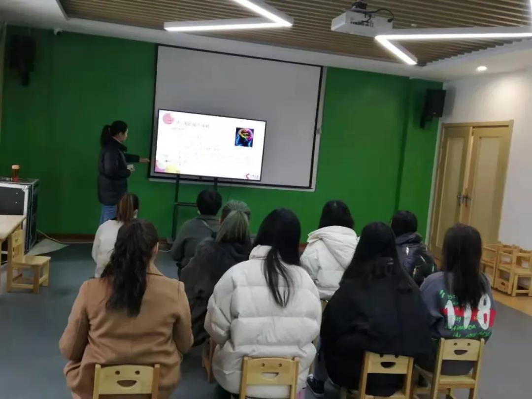 鹿邑汇爱贝思藤·诺贝尔幼儿园加盟伙伴岗前入职培训圆满结束