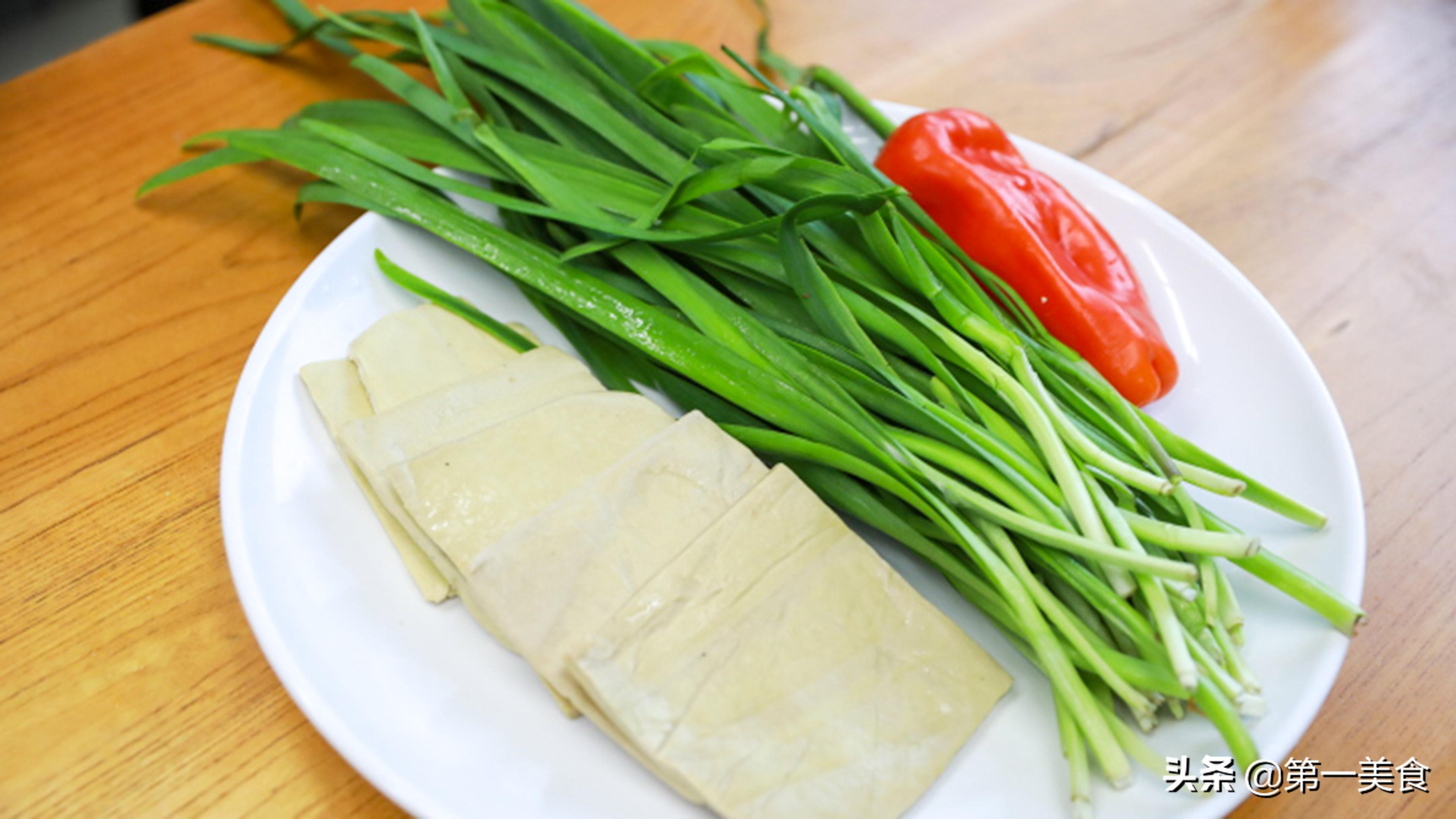 减肥,别再吃水煮青菜了,这道韭菜炒豆干,热量低吃着香做法简单 美食做法 第2张