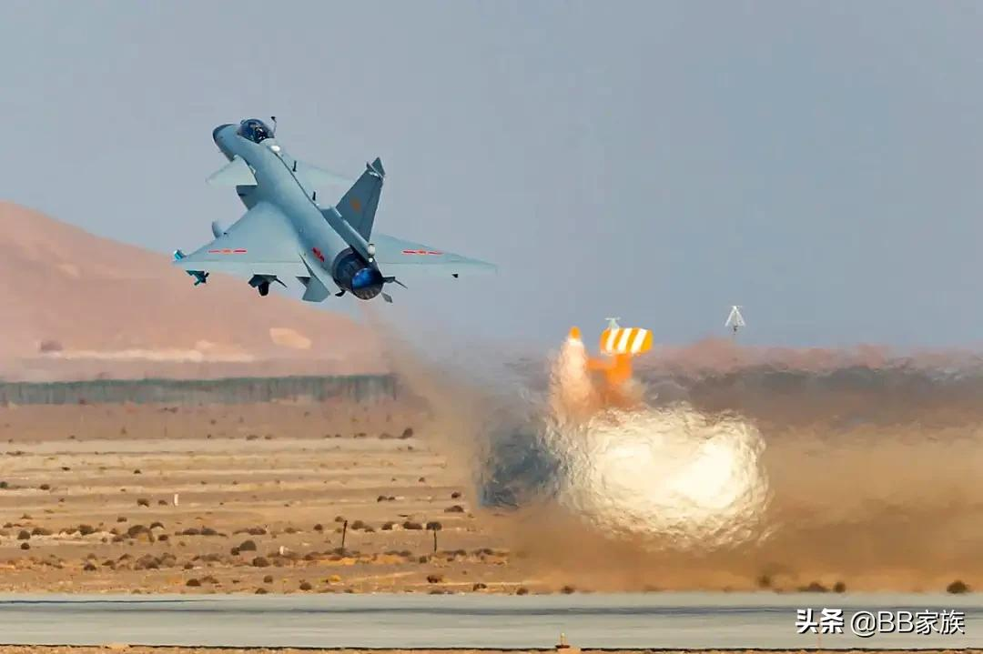 """中国空军""""三剑客""""协同作战,战力将会大大提升"""