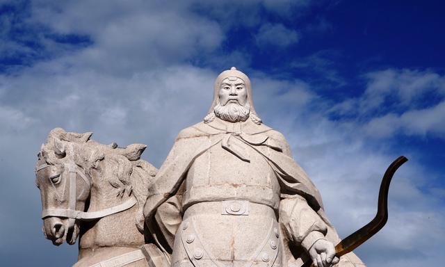 他是奴隶出身,嗜杀好战,带领军队杀人无数,最后称帝立国