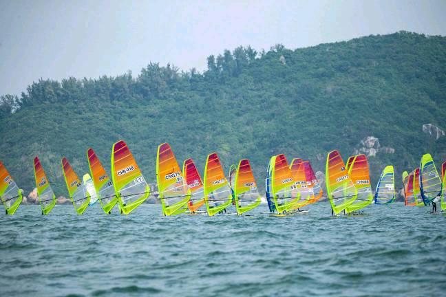 全国帆板冠军赛决出八枚金牌