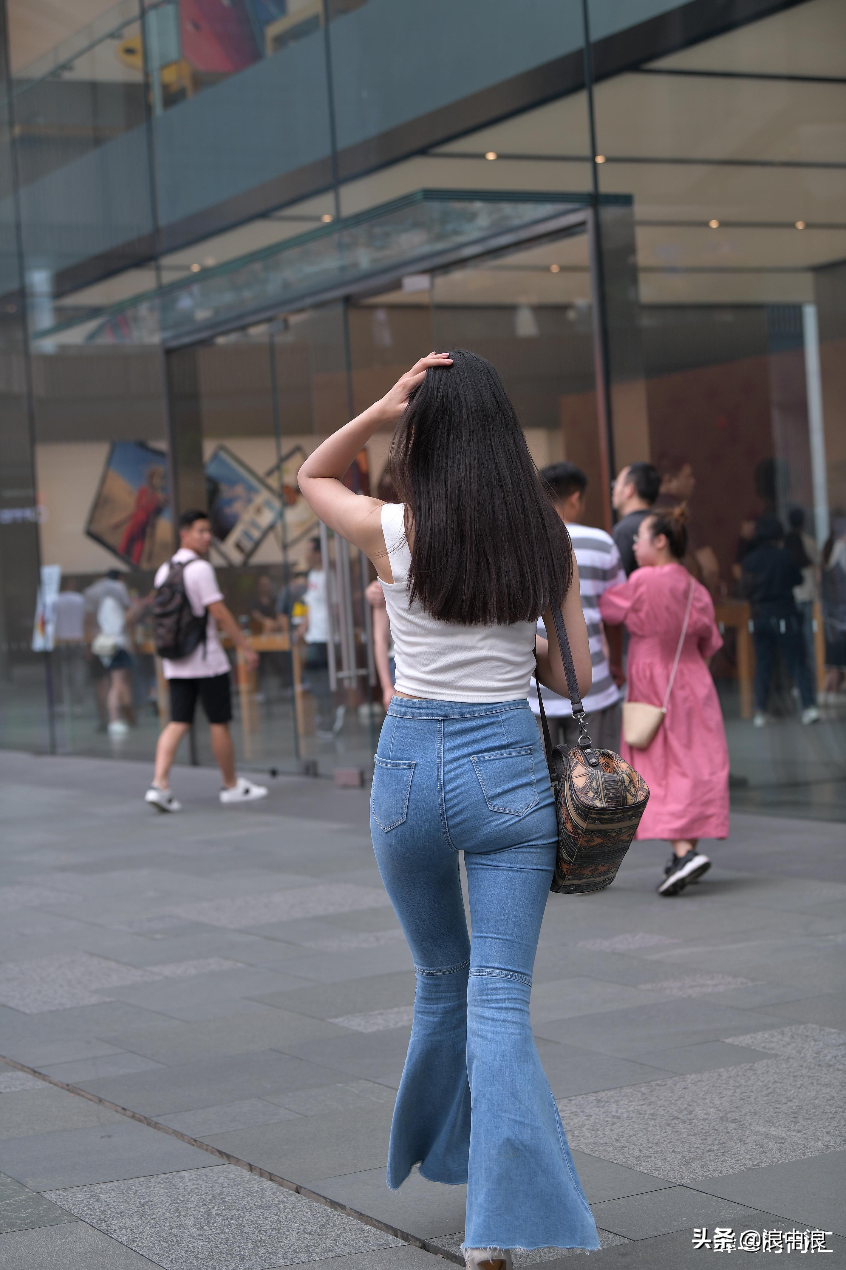 好身材也得懂配衣服,搭配成功让她成极品媚娘,一定成功打动了你