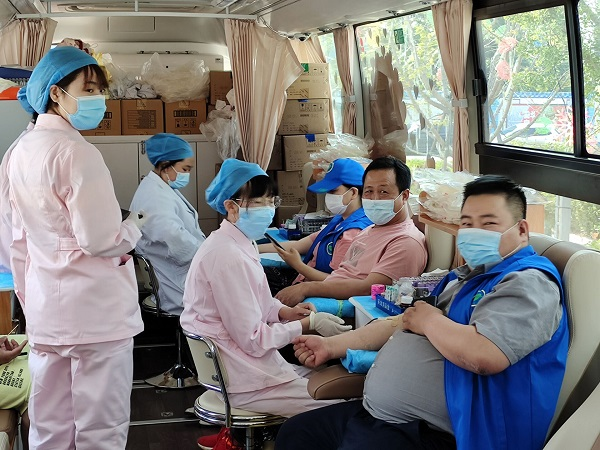 青岛即墨精英助残志愿者协会无偿献血奉献爱心传递人间真情