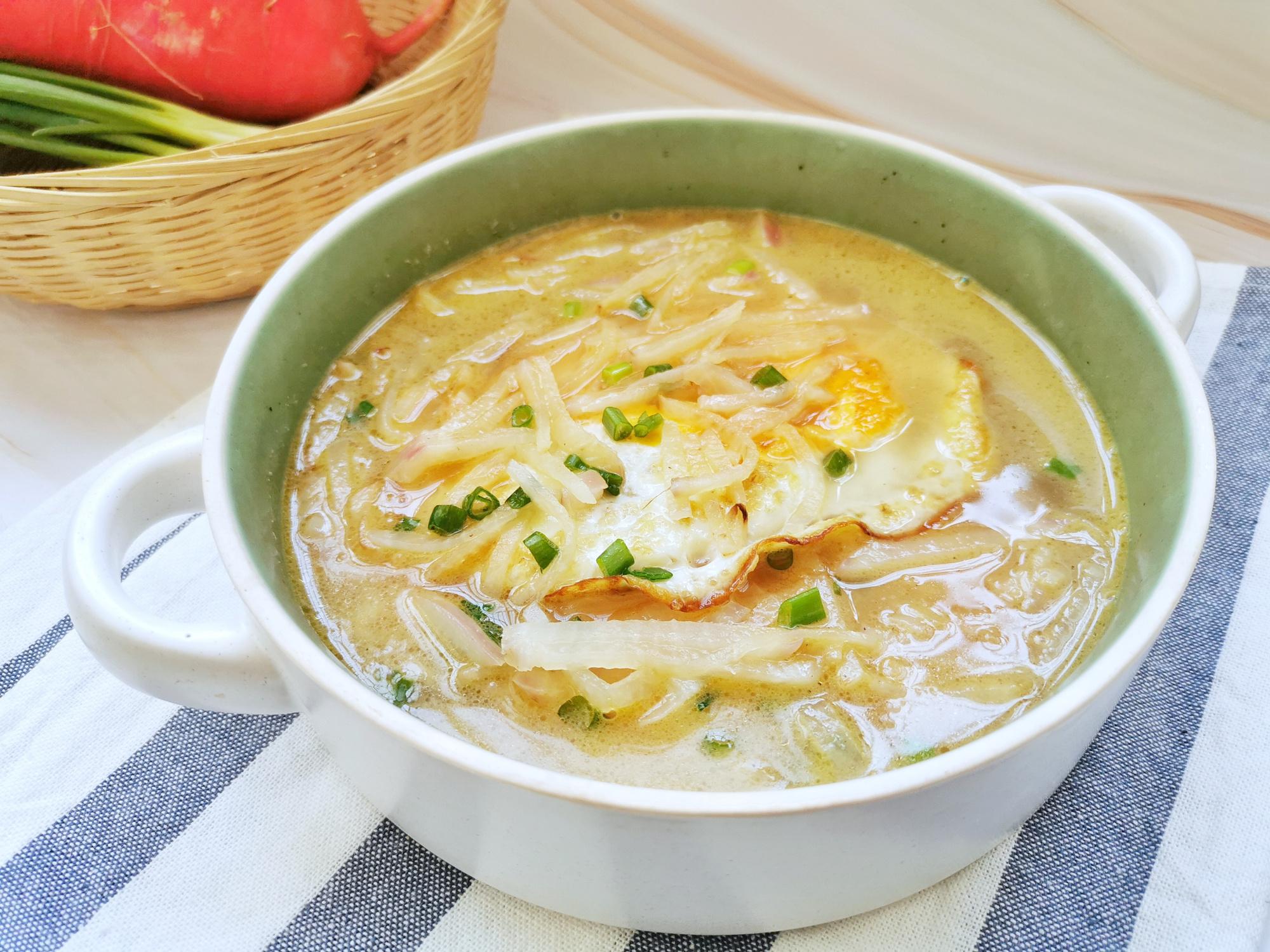 蘿蔔加2個雞蛋,煮出來的湯竟如此鮮美,天冷喝,暖身暖胃還低脂