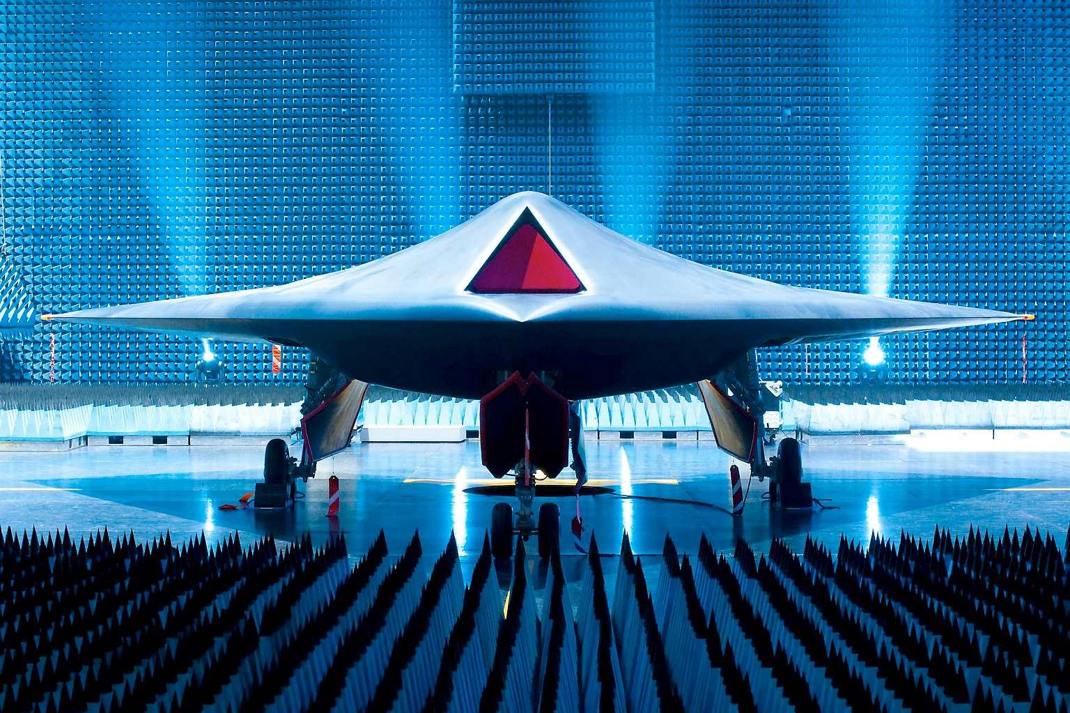 雷神隐身无人机实力强大,能超远程火力打击,是英国镇国利器