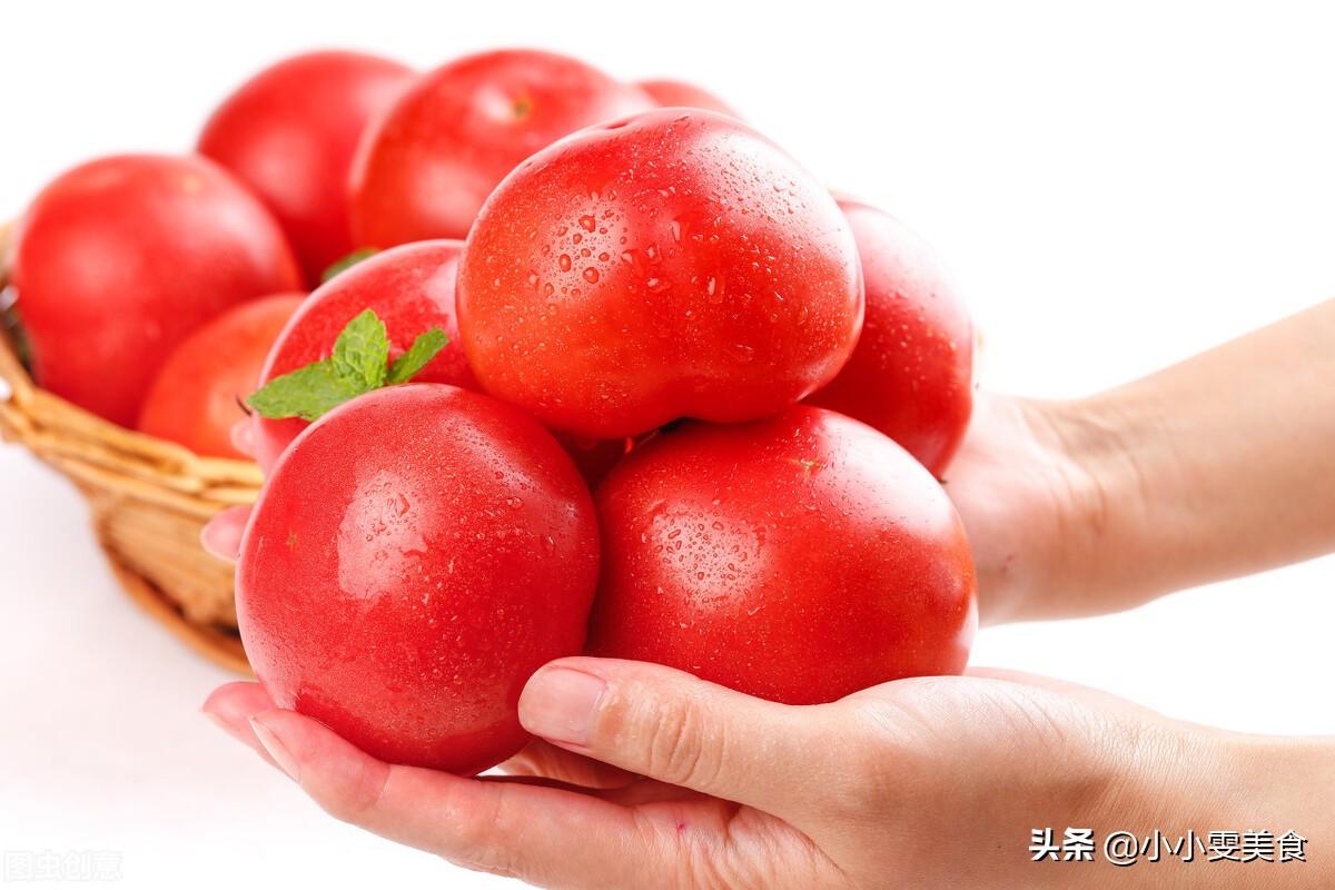 西红柿去皮别再用开水烫了,教你2招,简单快速不流汁,省时省力