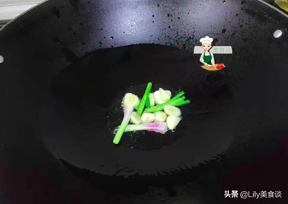 炸排骨時,別直接就下鍋炸,教你一招,排骨外焦里嫩,簡單又營養