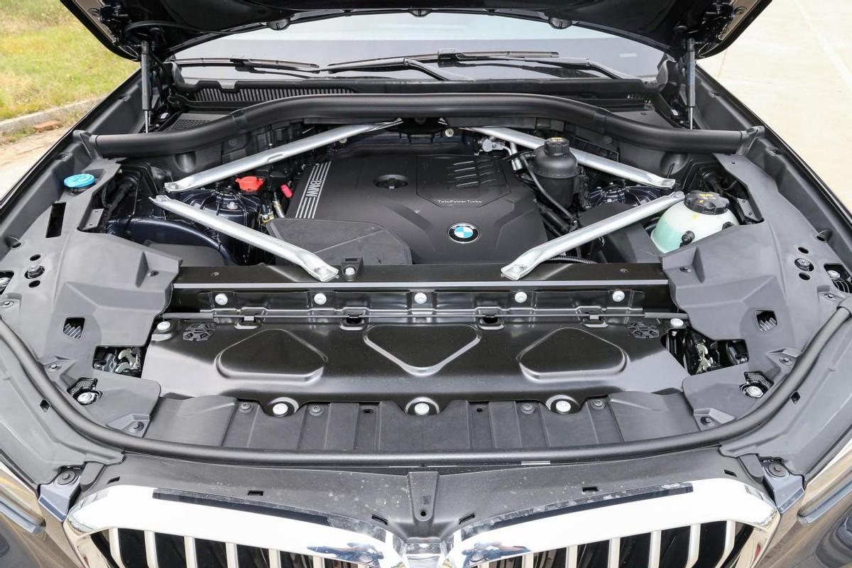这才是纯正的宝马SUV,整车纯进口5.5秒破百,还带四驱,宝马X5