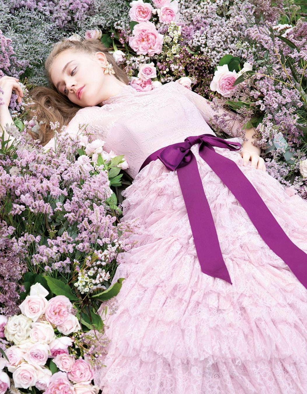 迪士尼公主婚纱美出新高度,玫瑰跑上贝儿黄礼服乐佩款被花朵覆盖