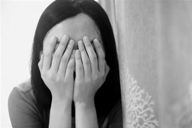漂亮妈妈生二胎,得知自己产后抑郁,瞬间崩溃大哭