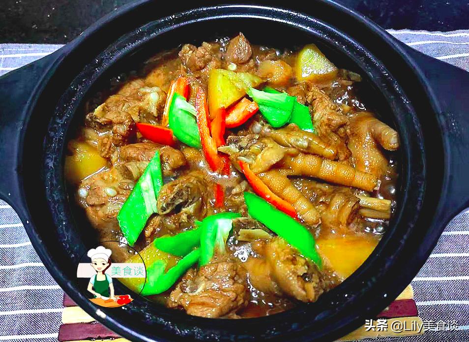 天冷了,燉上一鍋排骨雞腳土豆煲,鮮香又營養,大人孩子都愛吃