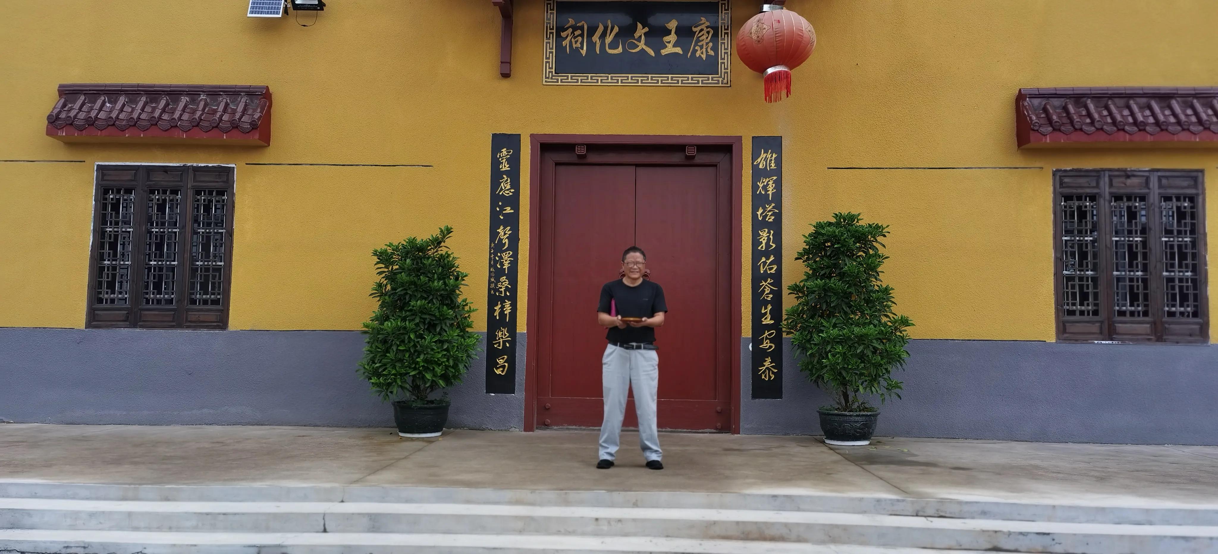 赣州城市水口有两桥两塔,现又有康王庙,共同镇守水口
