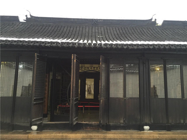 日本葬着一位中国人,中国后代前去扫墓,德川家族还要亲自陪同