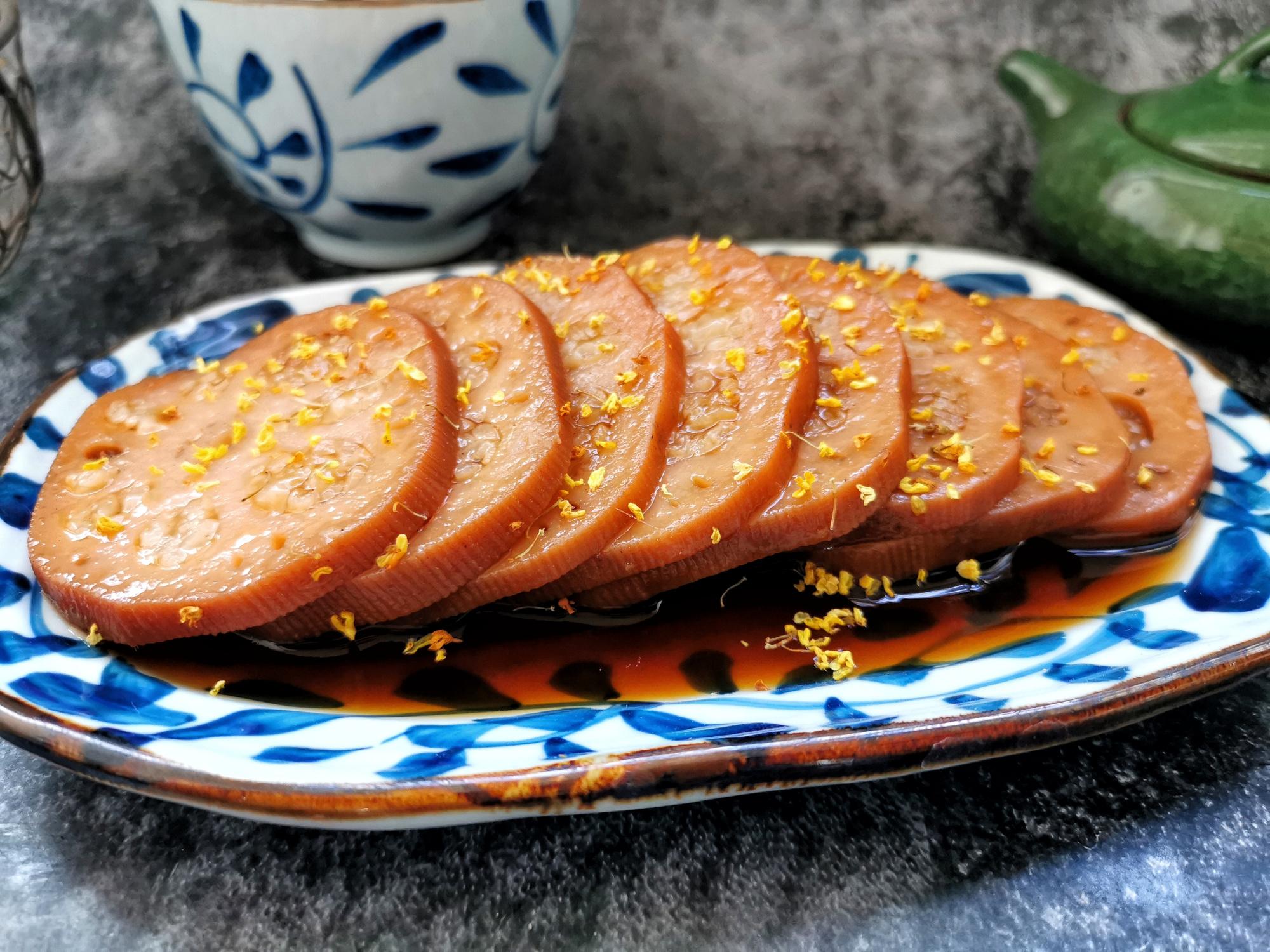 1碗糯米2根蓮藕,電飯鍋煮一煮,香甜軟糯吃不夠,比買的好吃
