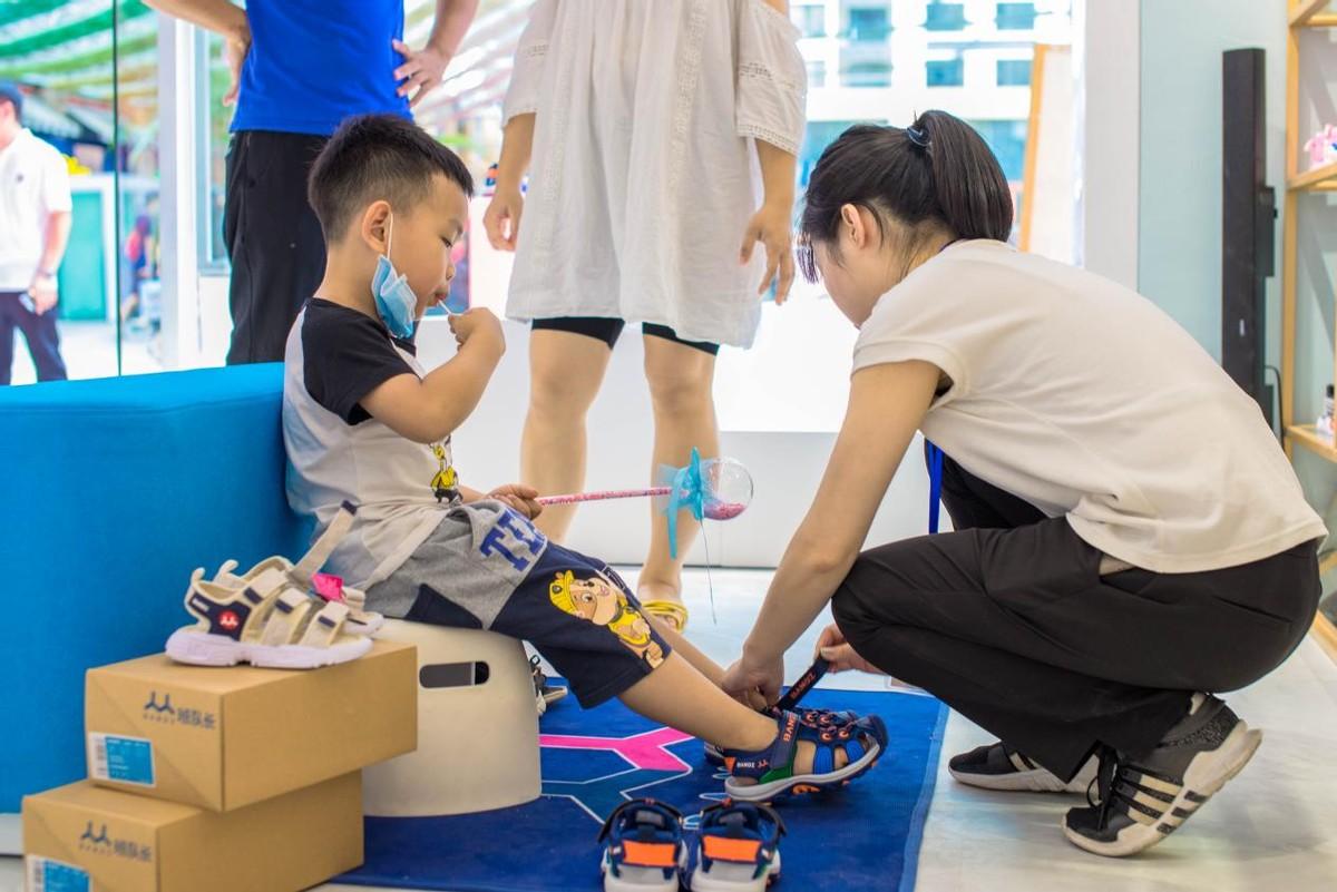 班队长新光百货店开业!儿童时尚生活馆降临广州