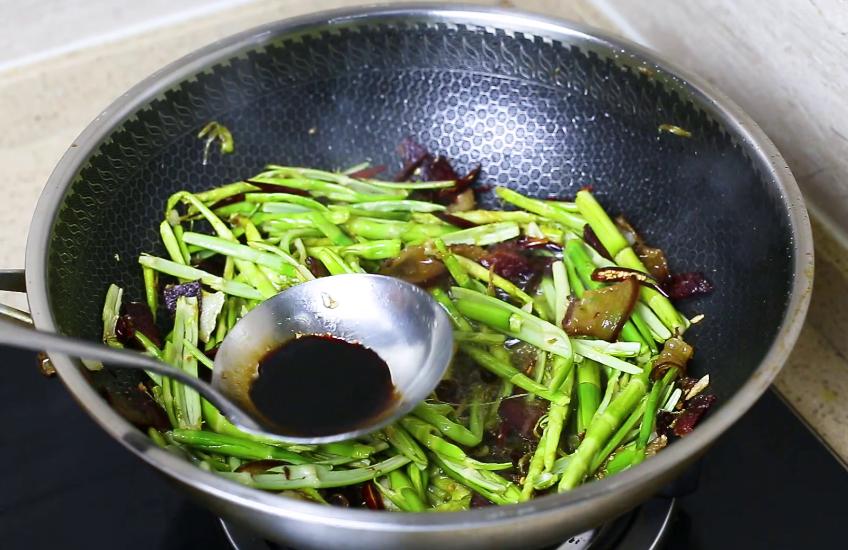 湖南人最爱春笋这做法,咸香开胃 美食做法 第7张