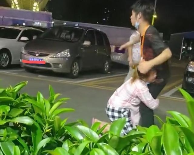 深圳街头情侣互跪抱头痛哭,原因还是天价彩礼:岳母有权要30万吗