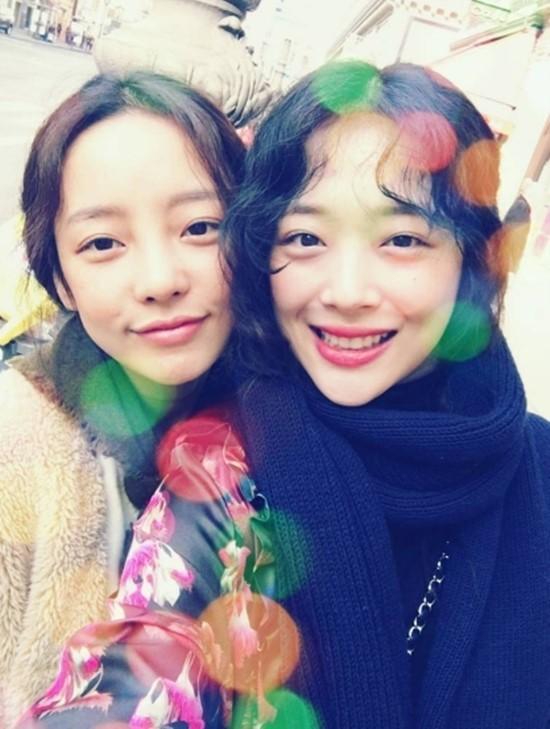 韩国女团姐妹花被嘲长得丑,而母亲的这一举动让人佩服